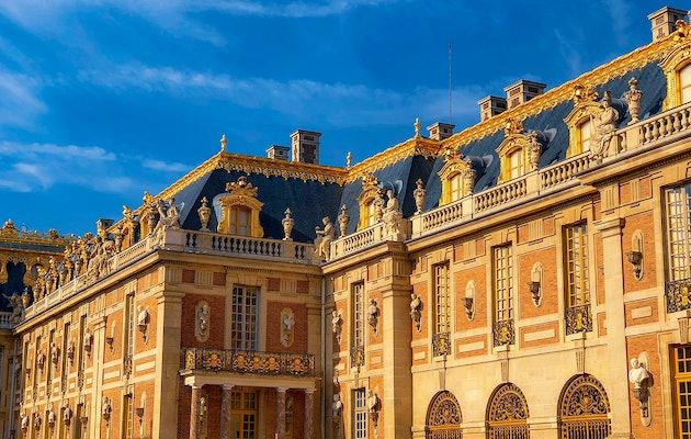 Bewonder 17e eeuwse kunst bij Château de Versailles nabij Parijs