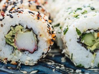 Geniet van een Uramaki menu van Sushipoint