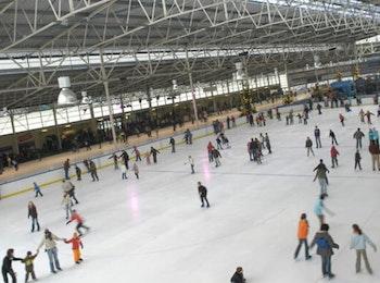Haal de schaatsen uit het vet en kom naar Kunstijsbaan Breda.