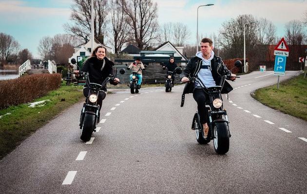 Huur 1, 2, 3 of 4 uur een E-chopper en ontdek Deventer