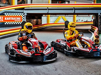 Ga karten op de indoor kartbaan van Coronel Kartracing!