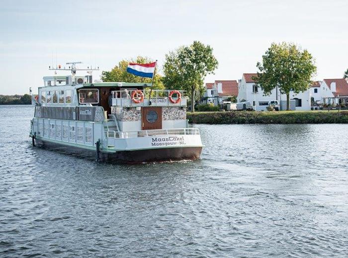 Rondvaart Maasplassen plus pannenkoek bij Rederij Cascade