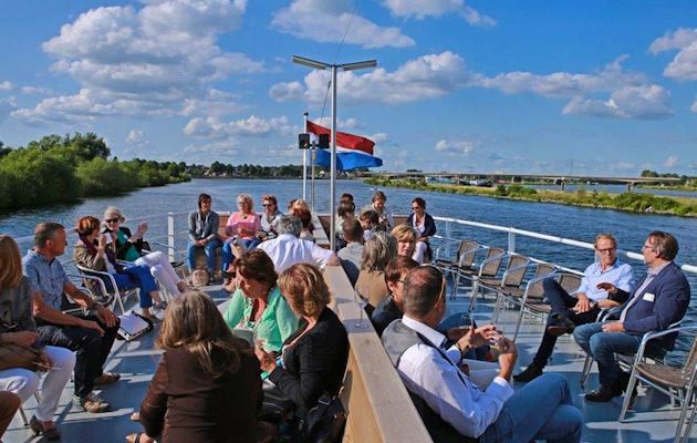 Rondvaart over de Maasplassen, inclusief Oma's pannenkoek!
