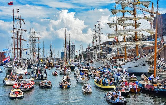 Geniet op het water van het prachtige decor tijdens SAIL Amsterdam 2020