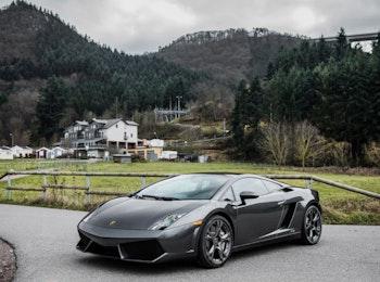 Scheur rond in een Ferrari of Lamborghini!