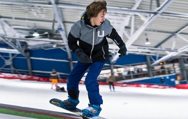 Vrij skiën of snowboarden op de sneeuwbaan van De Uithof in Den Haag