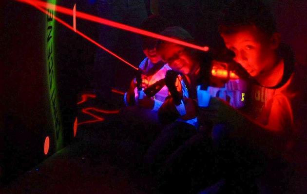 Daag elkaar uit tijdens een potje lasergame bij Coronel