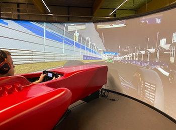 Racesimulator bij de Adrenaline Xperience in het Leisure Dome