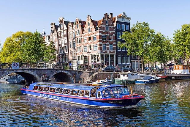 Beleef Amsterdam Noord vanaf het water tijdens een...