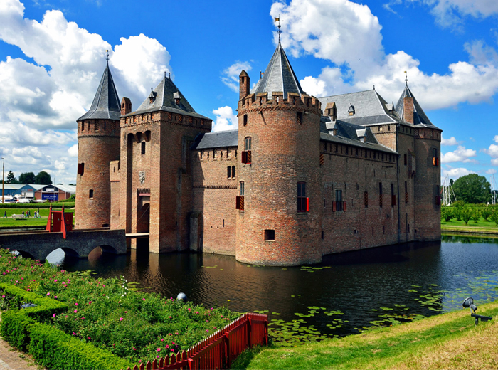 Ga terug in de tijd in het middeleeuwse kasteel Muiderslot