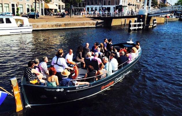 Ontdek de mooie historische binnenstad van Haarlem vanaf het water