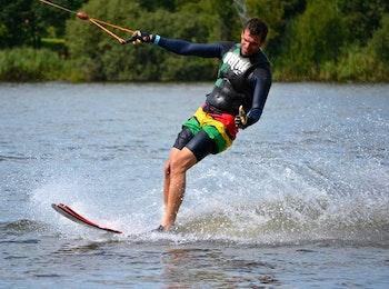 2 uur waterskiën of wakeboarden bij Seven-Twenty Cablepark